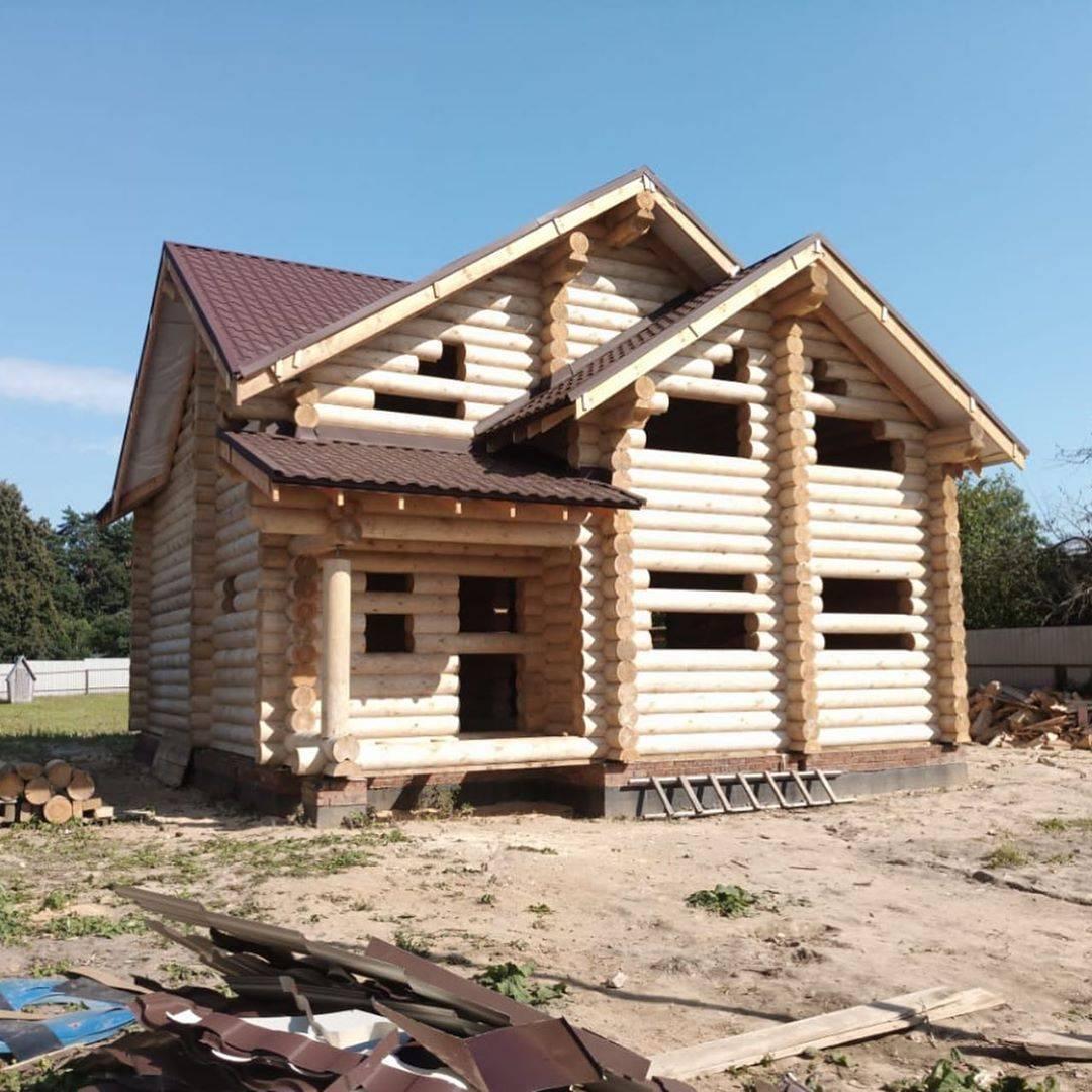 Дома из оцилиндрованного бревна: плюсы и минусы - домэксперт