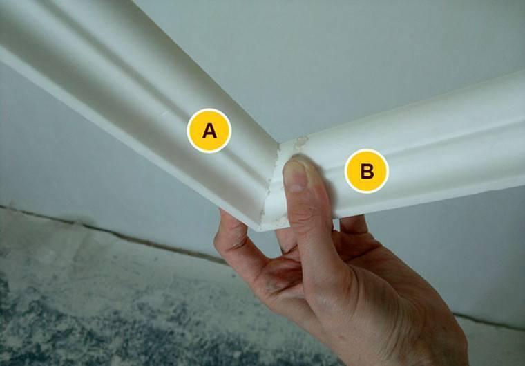 Как вырезать углы на потолочном плинтусе