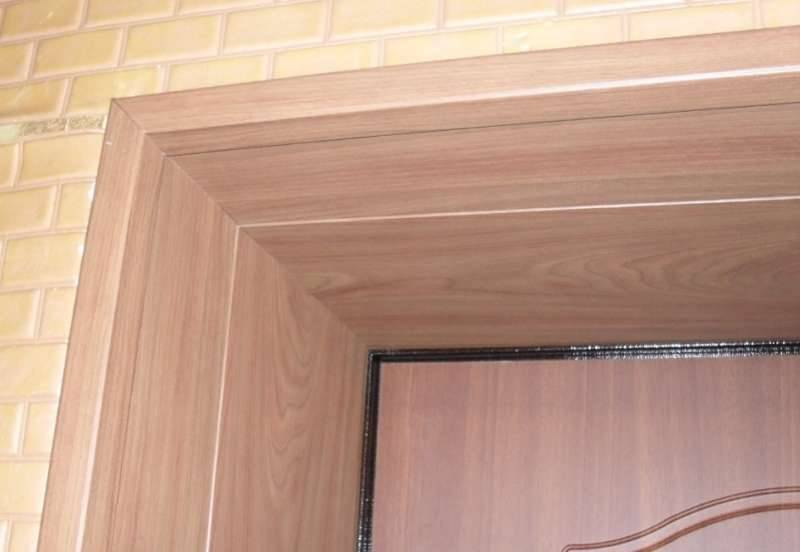 Как оформить входную дверь и дверной проем (откос) изнутри и снаружи квартиры: фото и как можно красиво своими руками сделать работу?