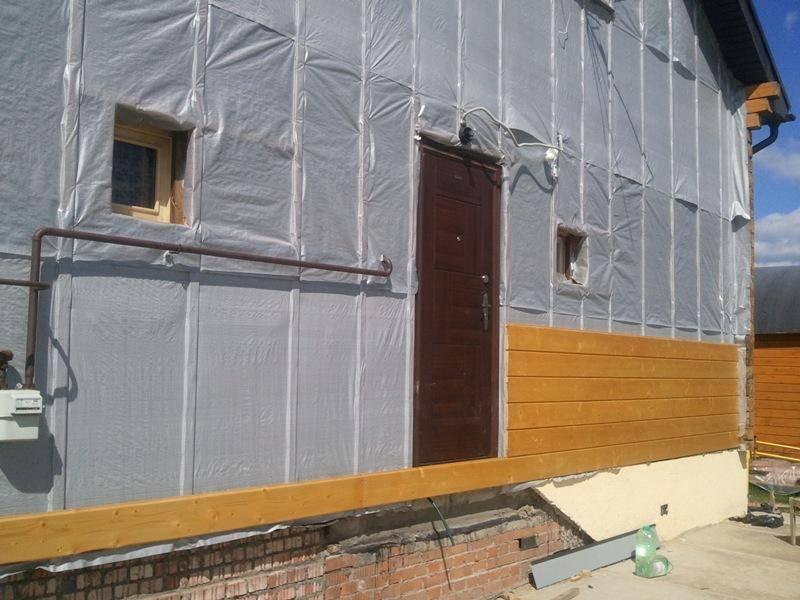 Как обшить брусовой дом снаружи и когда это следует делать?