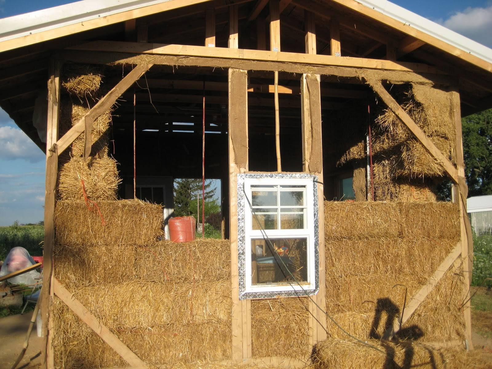 Строительство дома из соломы и глины своими руками