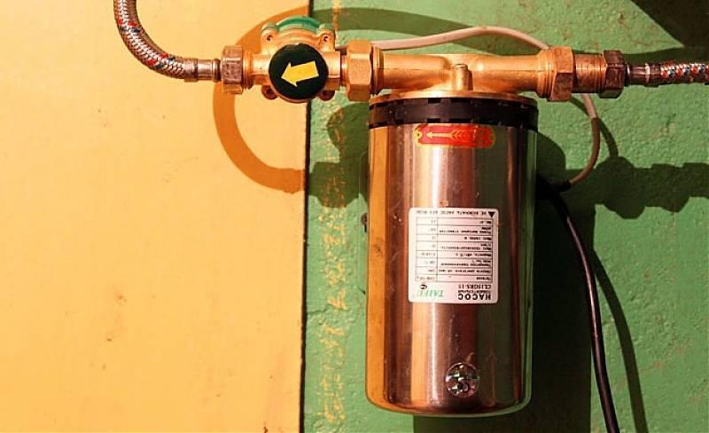 Насос повышающий давление воды в системе водопровода для подкачки