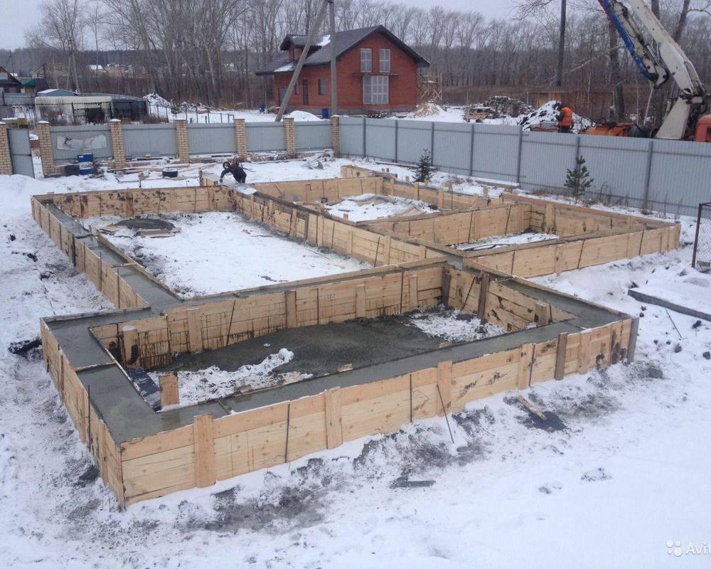 Можно ли заливать фундамент зимой: особенности, сложности, технология и методы