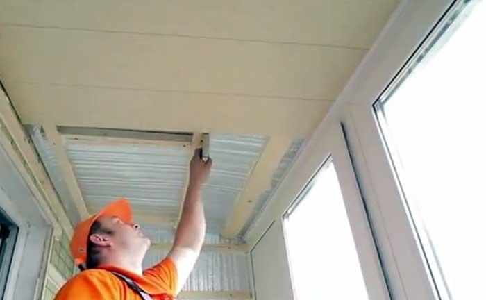 Как самостоятельно выполнить отделку балкона пластиковыми панелями?