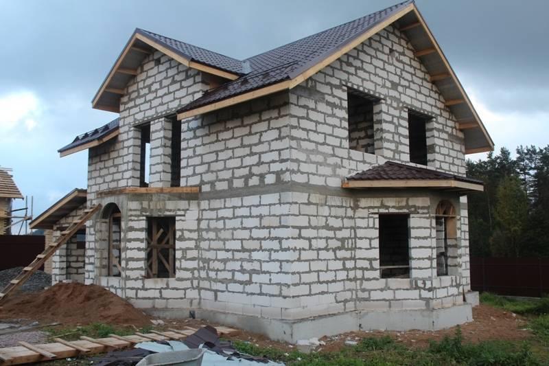 Из бруса или из пеноблоков, что лучше и дешевле - дерево или пенобетон, какой дом можно построить своими руками: инструкция, фото и видео-уроки
