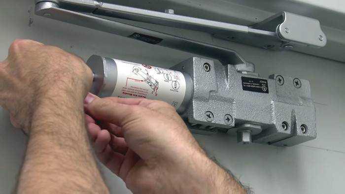Как установить доводчик на дверь: своими руками, правильно, шкафа, пластиковую, металлическую, монтаж | ремонтсами! | информационный портал