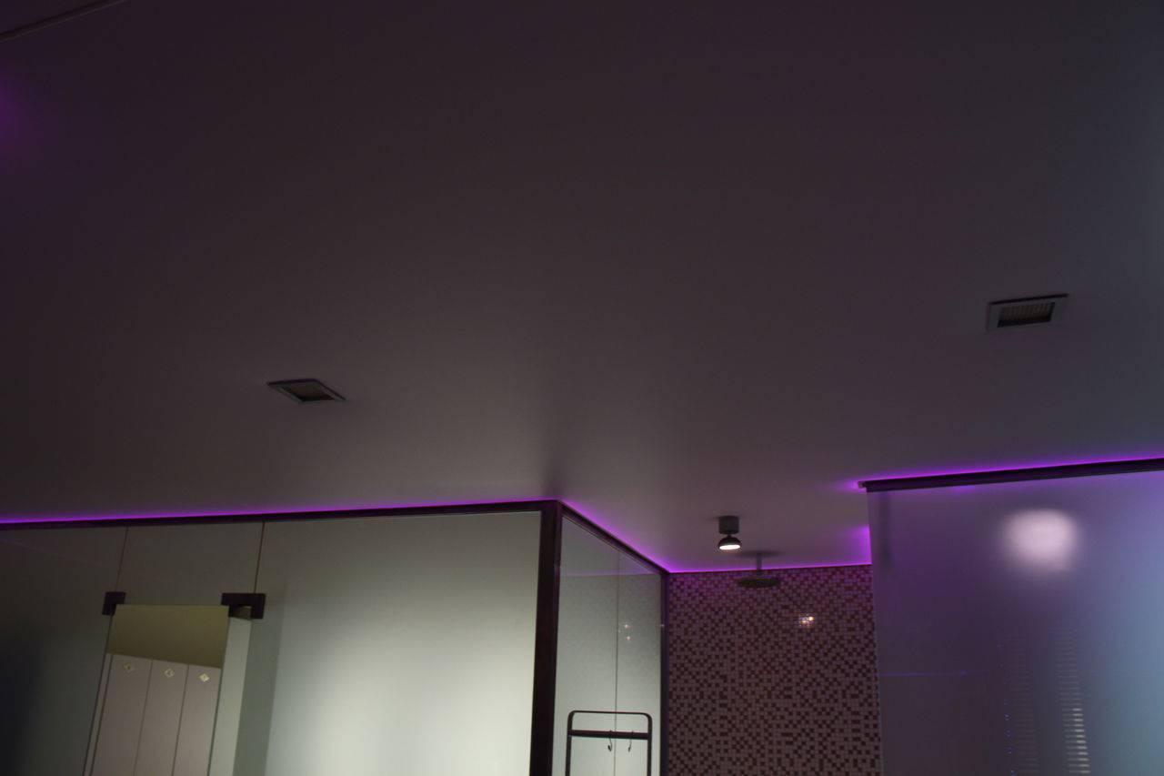 Светопрозрачный натяжной потолок с подсветкой: обзор