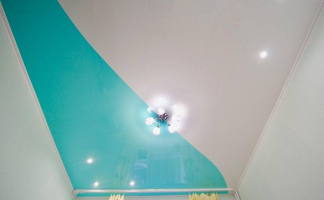 Натяжные потолки: спайка двух цветов (фото)