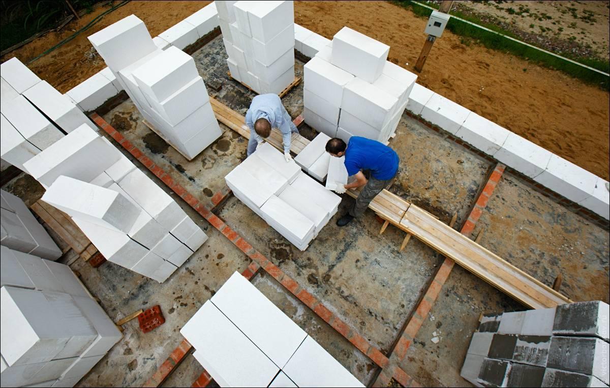 Покупать газоблоки или пеноблоки - что лучше для строительства?