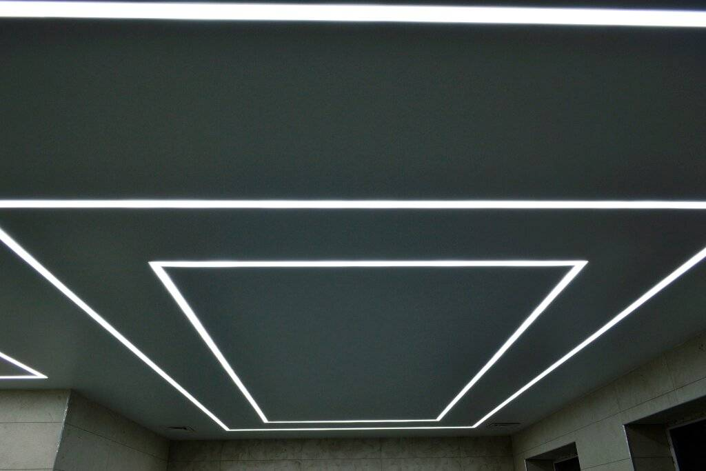 Парящий натяжной потолок с подсветкой по периметру заказать в москве