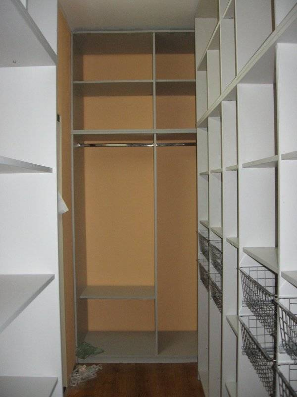 Оборудование гардеробной из кладовки