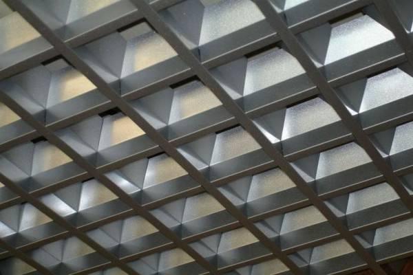 ????виды металлических подвесных потолков и стоимость монтажа - блог о строительстве