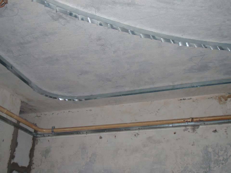 Как сделать потолок на маленькой кухне из гипсокартона