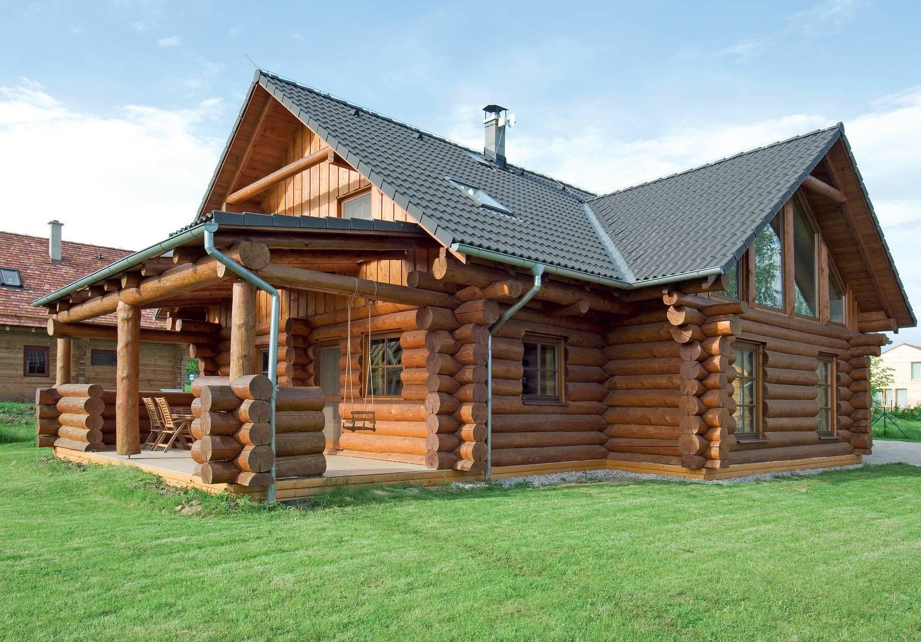 Деревянные дома из оцилиндрованного бревна – все плюсы и минусы «эко-стройки»
