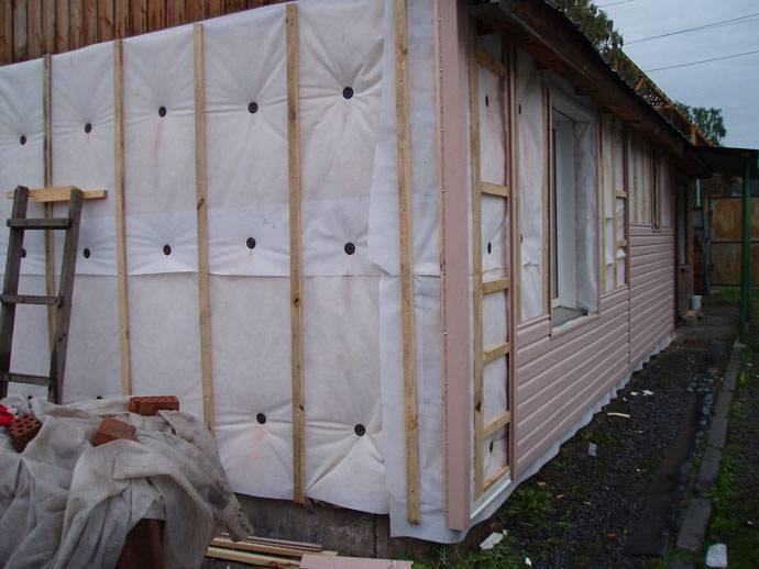 Утепление брусового дома своими руками: способы ремонта, утепление стен пенопластом и минеральной ватой