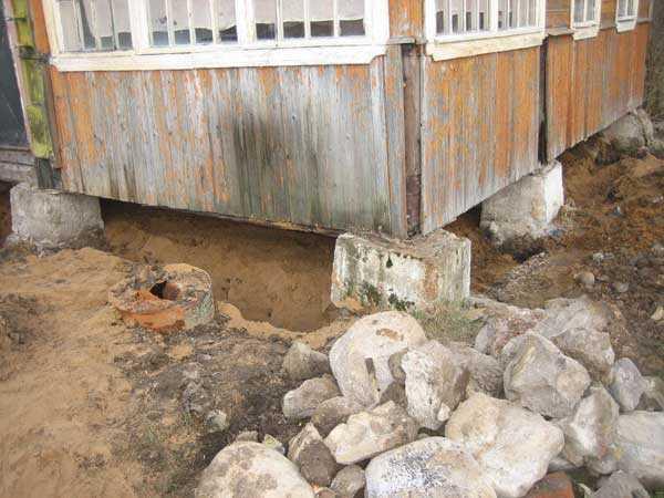 Новый фундамент вокруг старого дома: как сделать своими руками