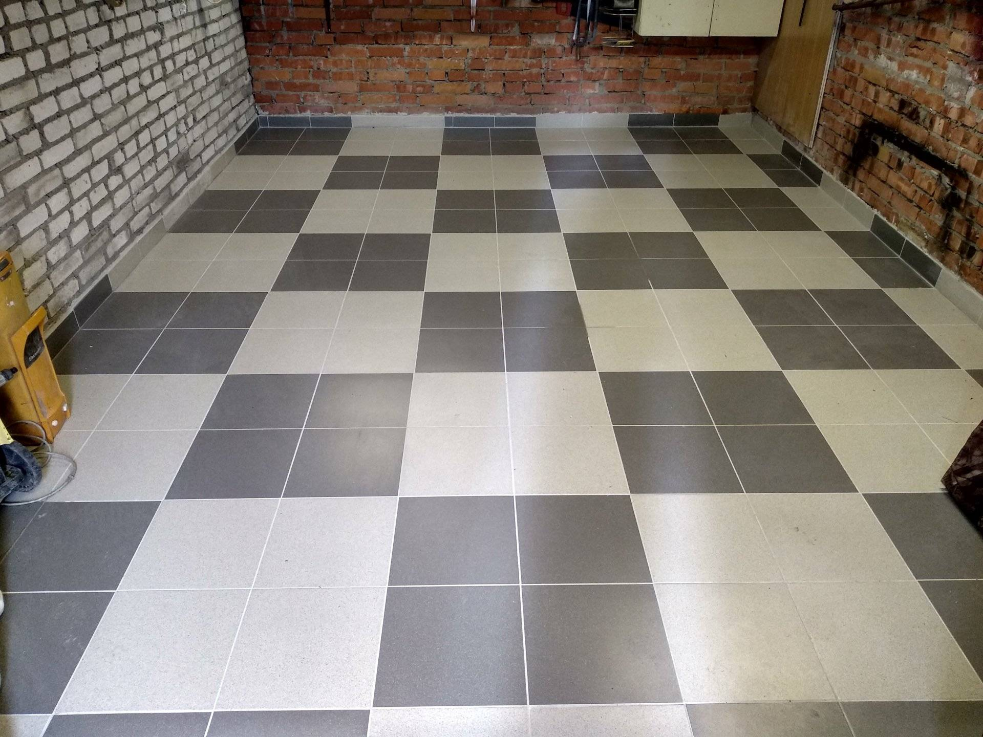 Чем покрыть бетонный пол в гараже, чтобы он не пылил