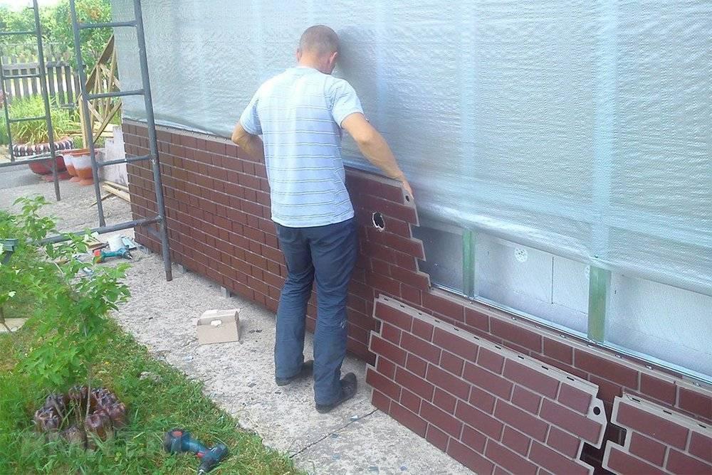 Облицовка фундамента дома пластиковыми фасадными панелями