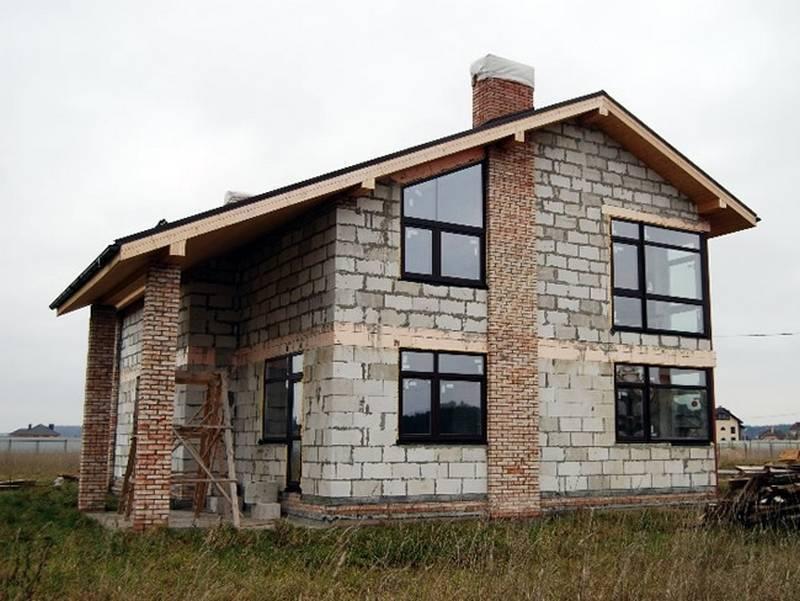 Кирпич или газобетон: выбираем материал для строительства дома