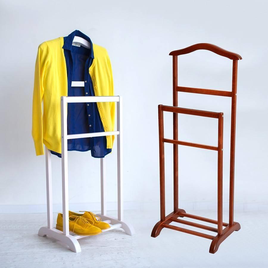 Вешалка для одежды на колесах: удачное решение в дизайне интерьера