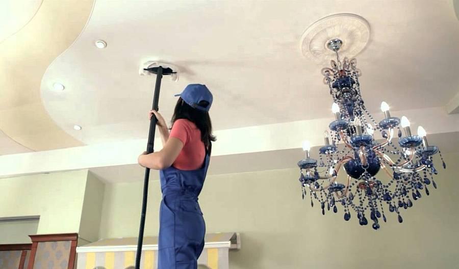 Чем отмыть натяжной потолок на кухне от копоти: и жира без разводов
