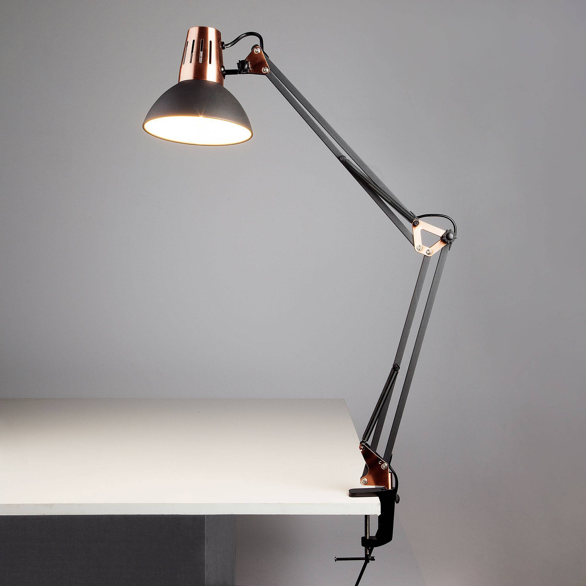 Как выбрать настольную лампу для школьника, офиса и работы?