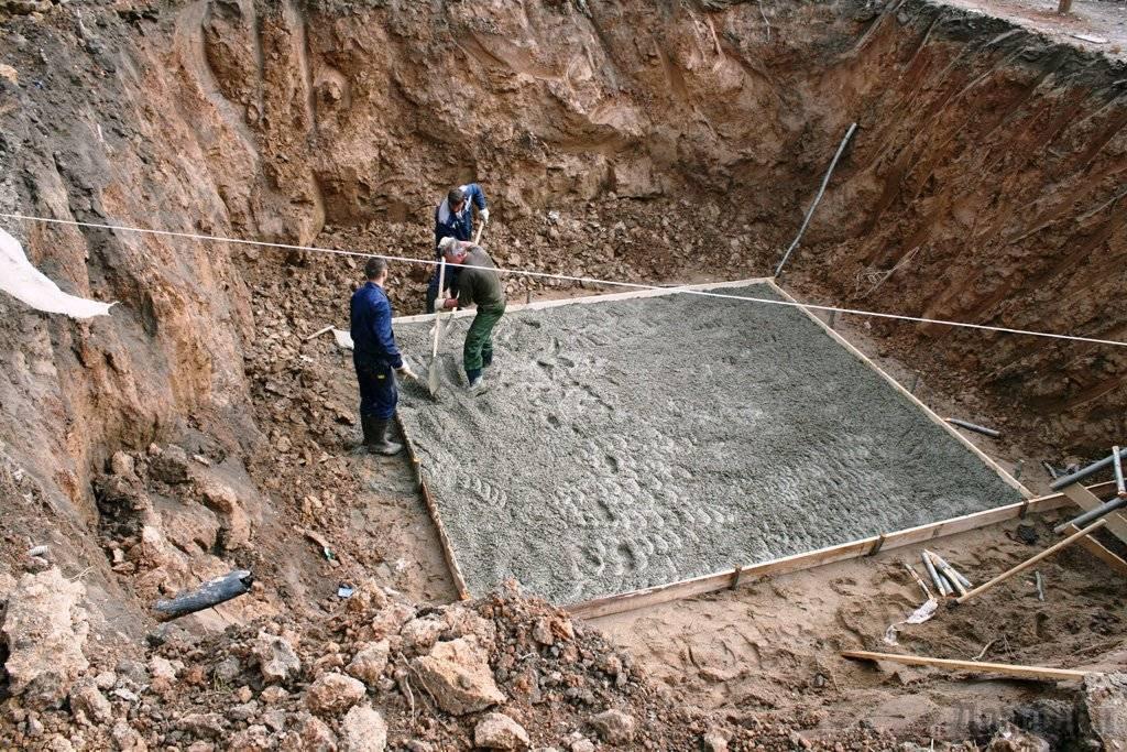 Выбор и строительство фундамента для дома на болоте