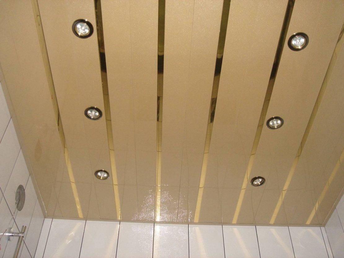 Реечный потолок для ванной из пластика и металлических элементов своими руками