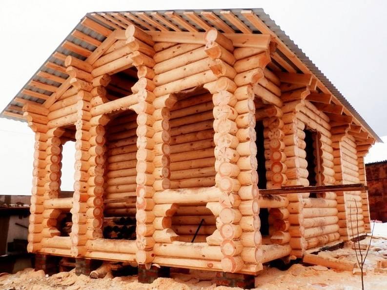 Плюсы и минусы конструкции дома из оцилиндрованного бревна