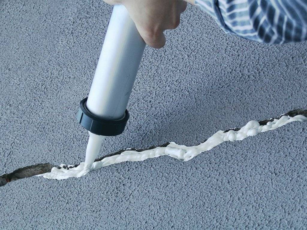 Как заделать дырку в потолке из бетона