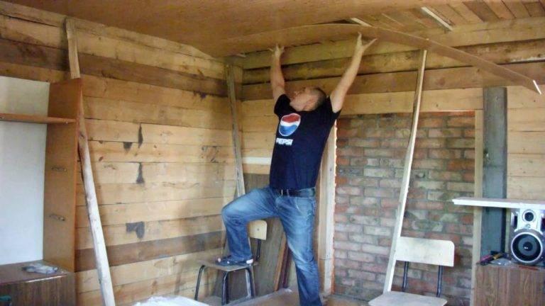 Отделка потолка в доме панелями МДФ и крепление своими руками