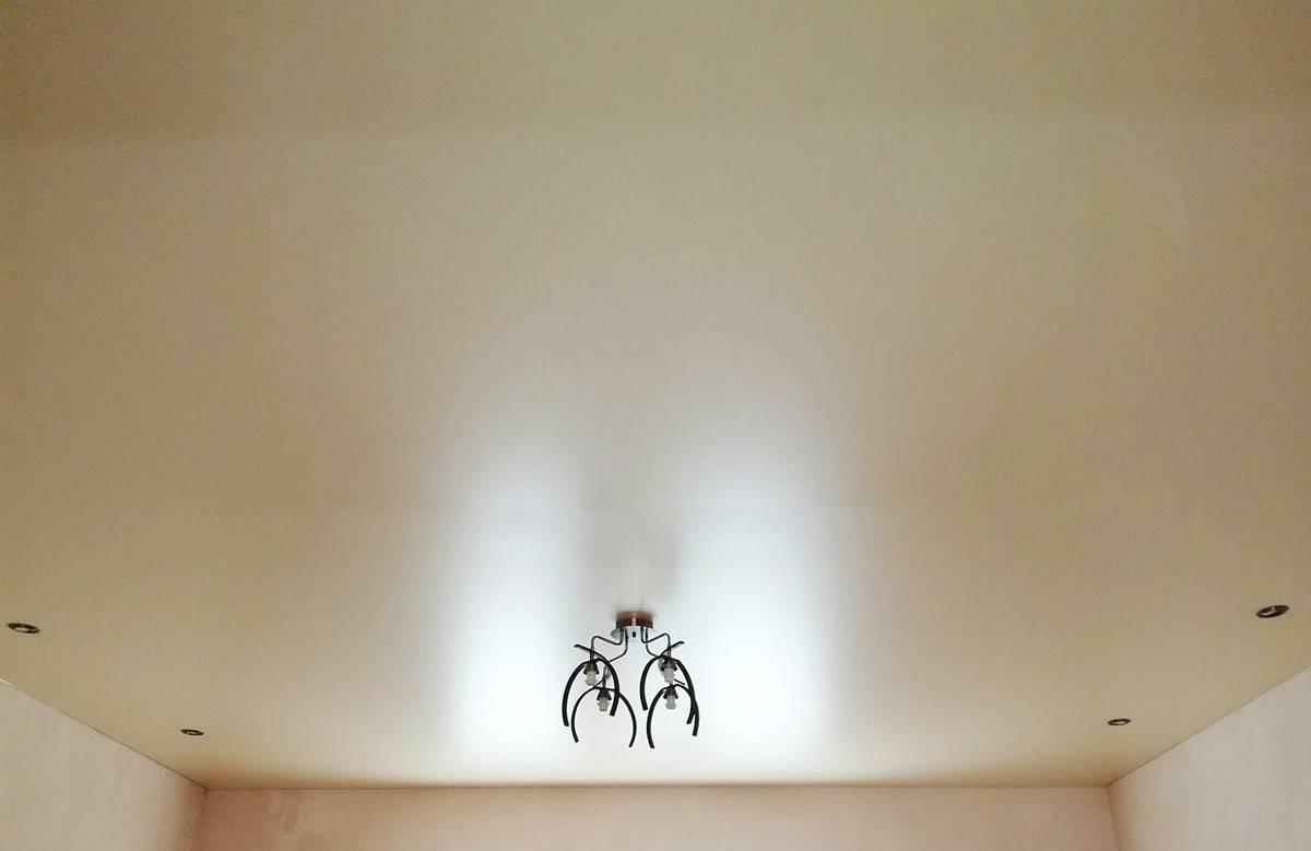 Сатиновые натяжные потолки: преимущества и недостатки, уход