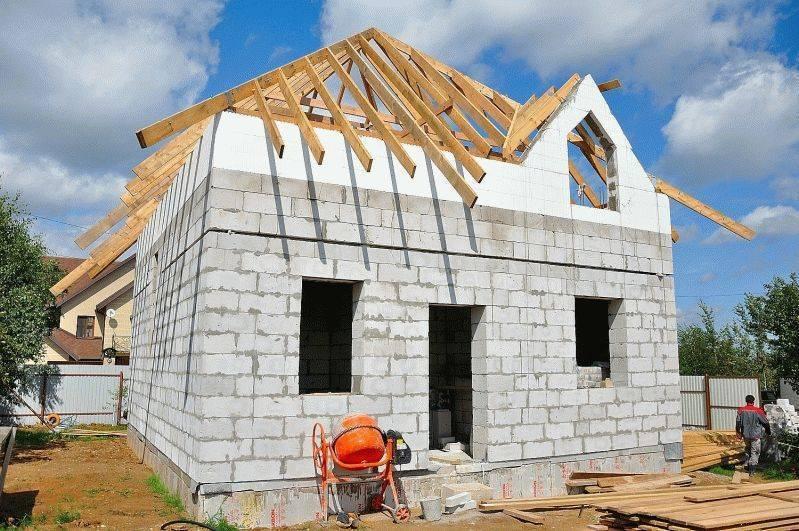 Строительство из газобетона: особенности строительного материала
