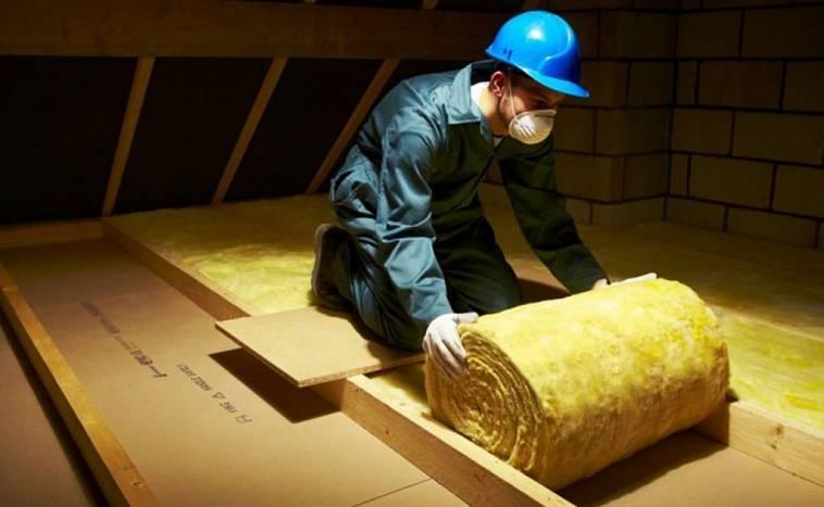 Плотность минеральной ваты и техника утепления потолка в частном доме