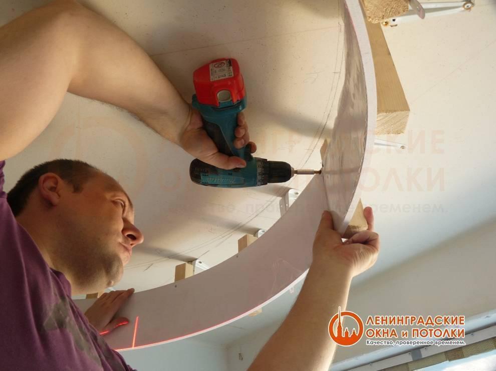 Монтаж и стоимость многоуровневых натяжных потолков с подсветкой