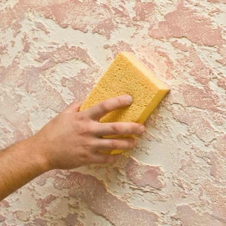 Как наносить декоративную штукатурку на стены своими руками: как правильно самому подготовить поверхность для внутренней отделки и когда использовать валик?