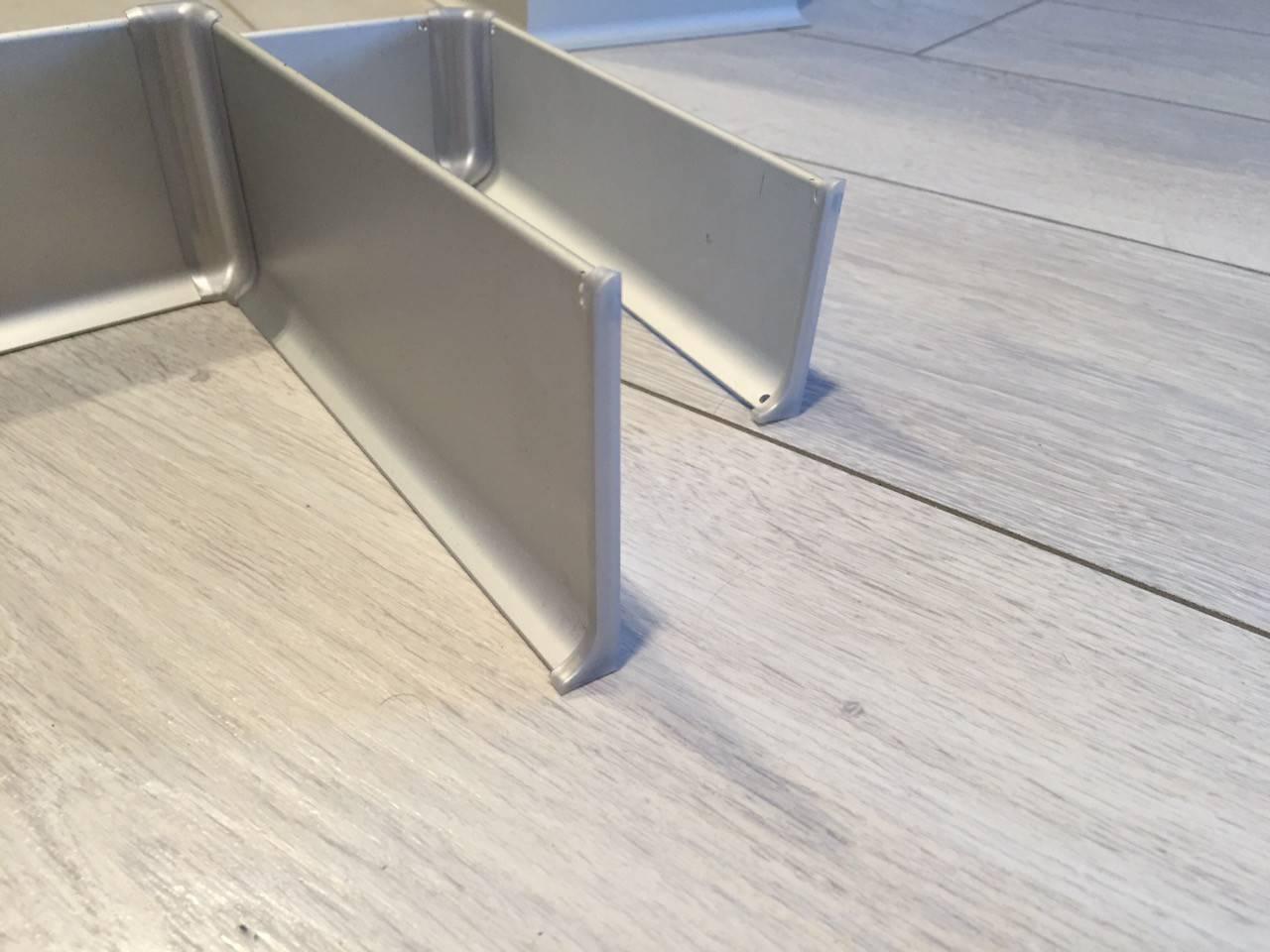 Алюминиевый плинтус – описание, плюсы и минусы, основные виды, вариант с подсветкой