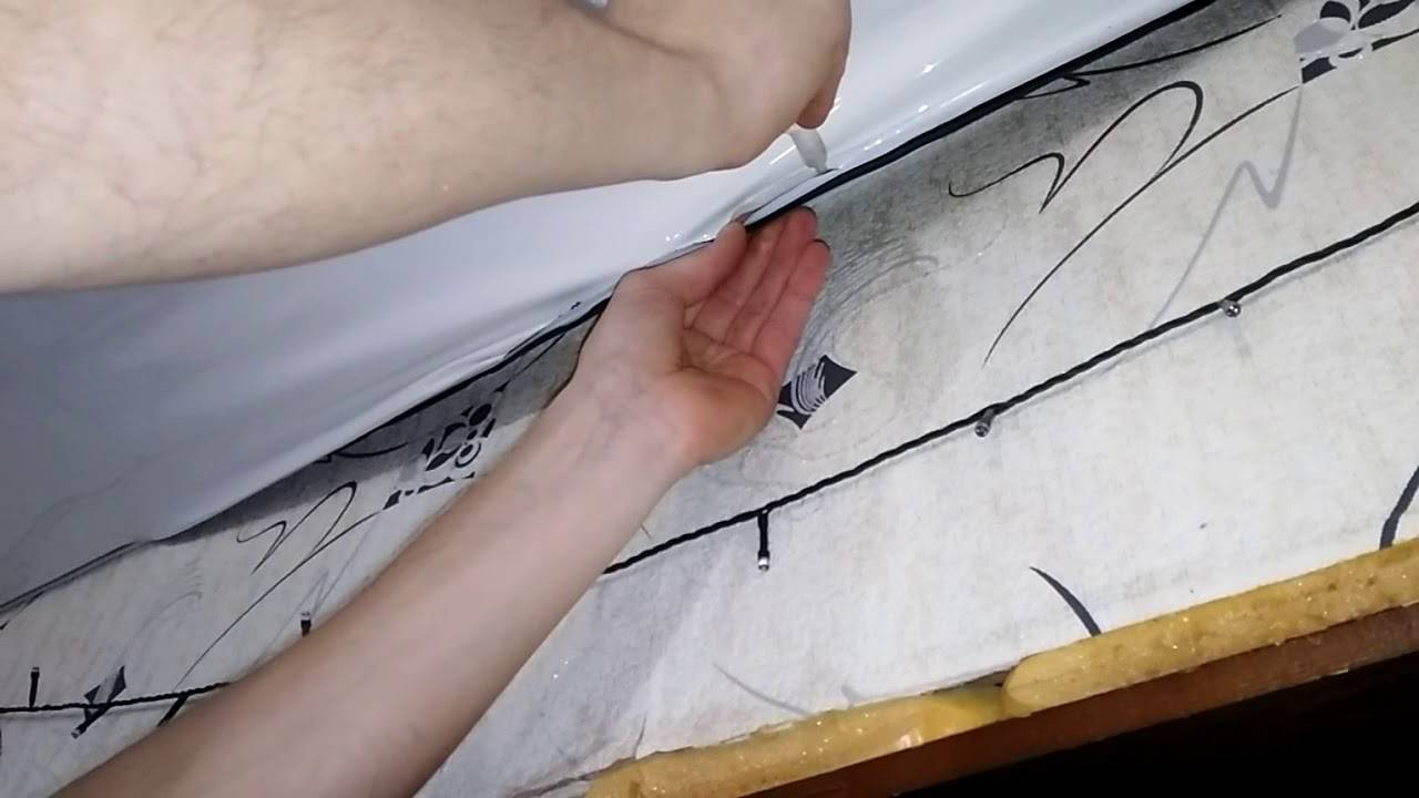Как заделать дырку в натяжном потолке и как заделать порез при ремонте своими руками: фото- и видео- инструкция