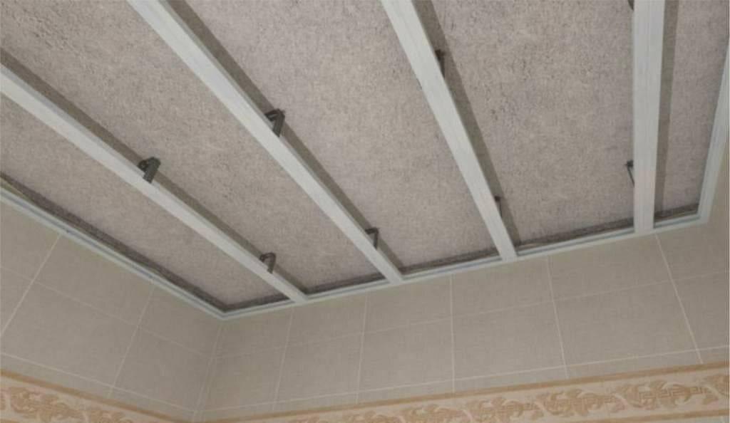 Потолок из пластиковых панелей - 110 фото выбора материала и креплений