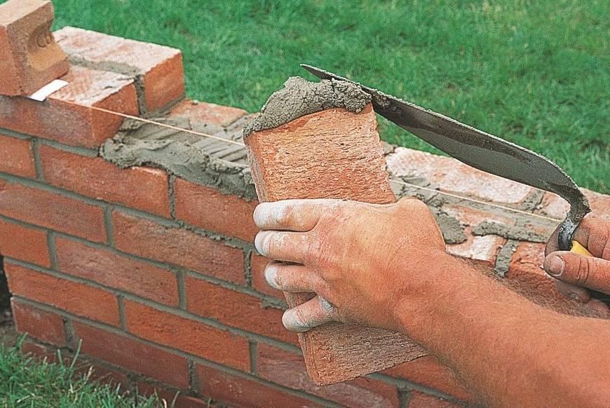 Кладка кирпича (83 фото): как правильно класть кирпичную стену своими руками? укладка на ребро с помощью плиточного клея