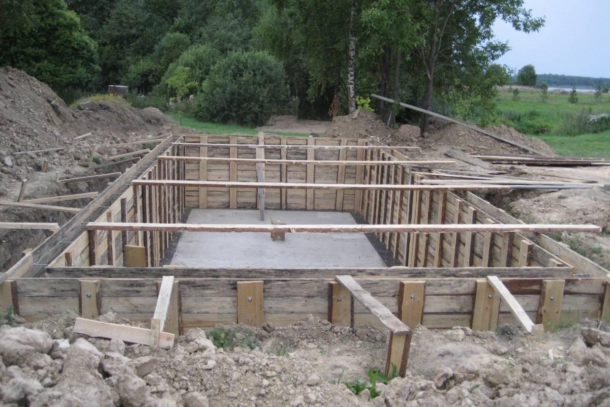 Правила возведения фундамента для дома с подвалом