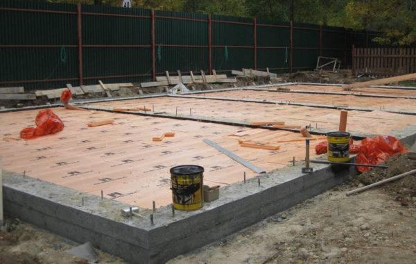 Пол первого этажа в доме из газобетона: особенности устройства пола по грунту, этапы строительства