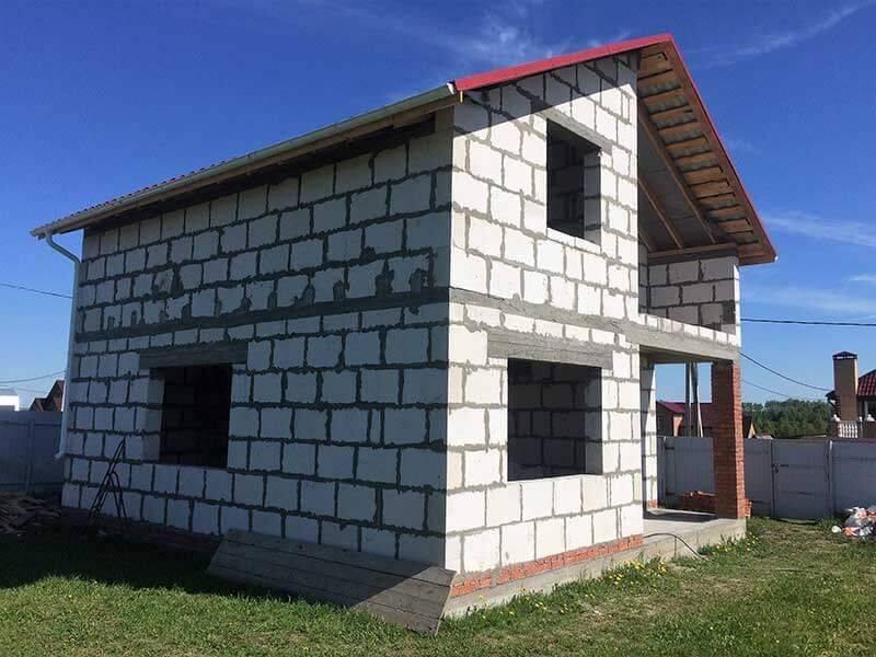 Дом из газобетона своими руками: проекты домов, технология строительства, фото-видеоотчеты.