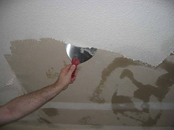 Типичные ошибки новичков при покраске потолка