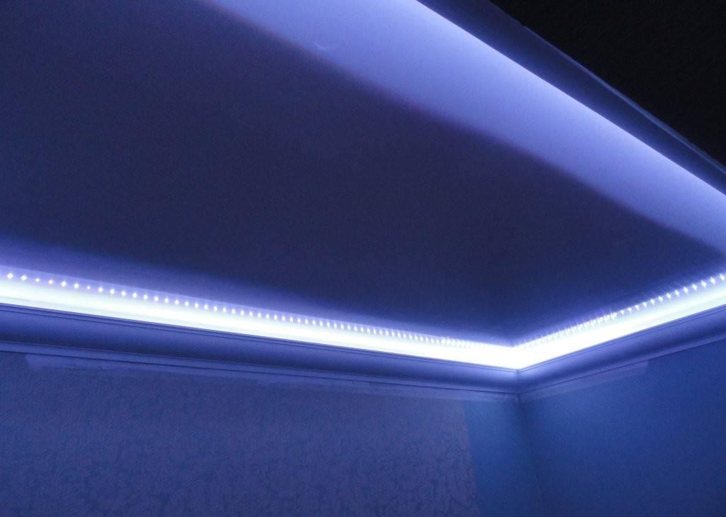 Монтаж, фото и стоимость прозрачного натяжного потолка с подсветкой