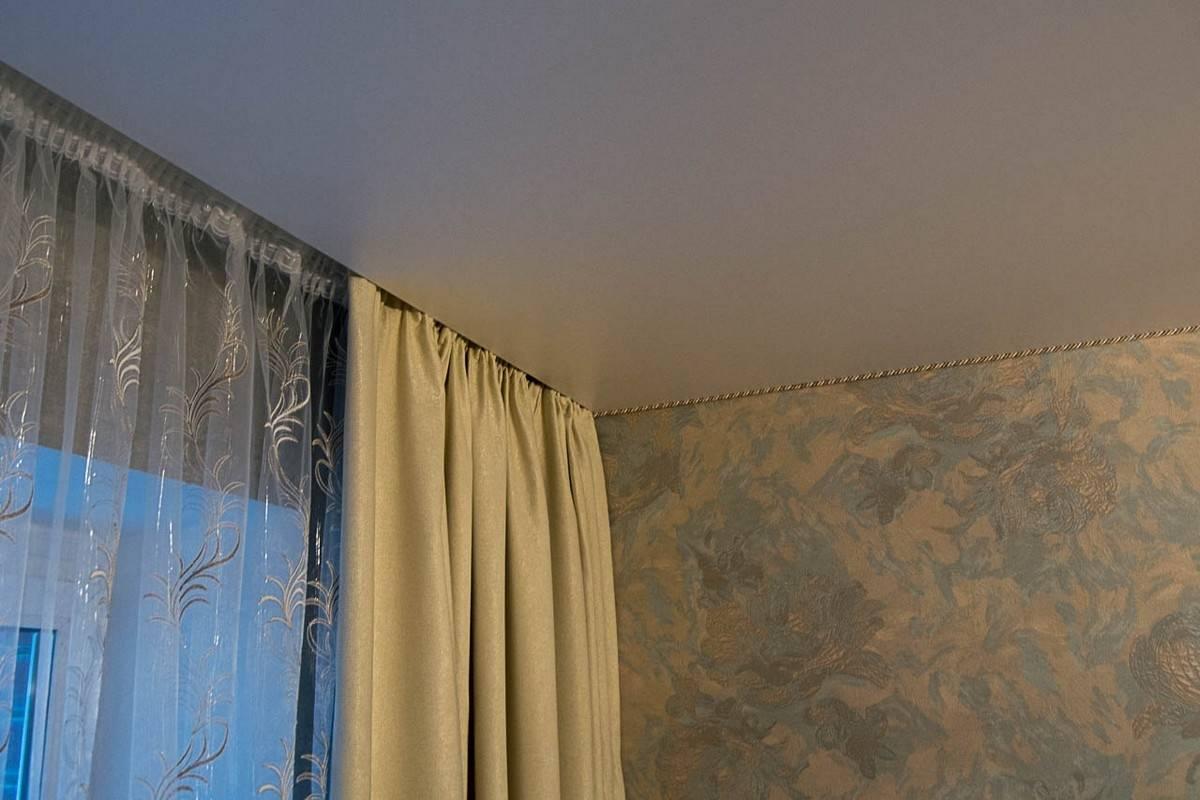 Какой карниз лучше при натяжном потолке - всё о ремонте потолка