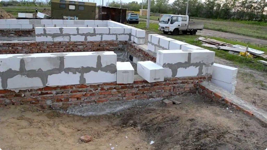 Кладка стен из пеноблока – от установки первого ряда, до монтажа перекрытий | фазенда рф