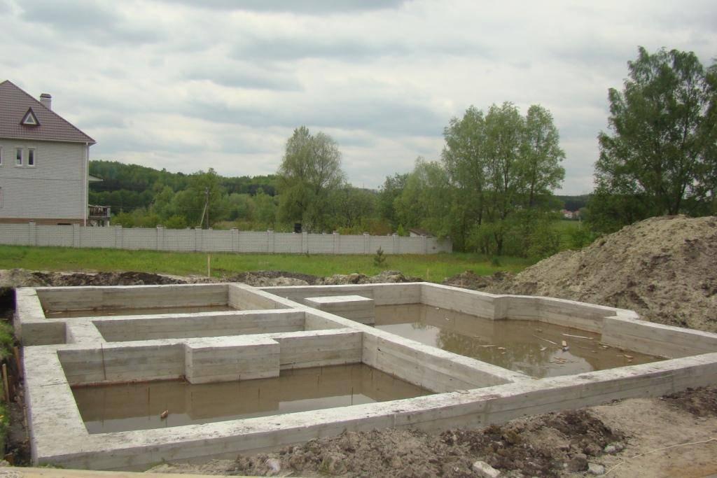 Как построить фундамент на болоте