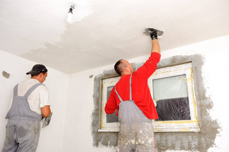 Как выровнять потолок шпаклевкой
