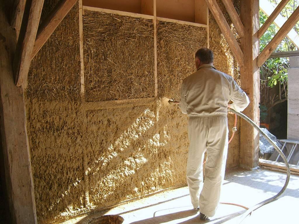 Из щепы, соломы, дров и глины. пять технологий для строительства дешевого дома своими руками